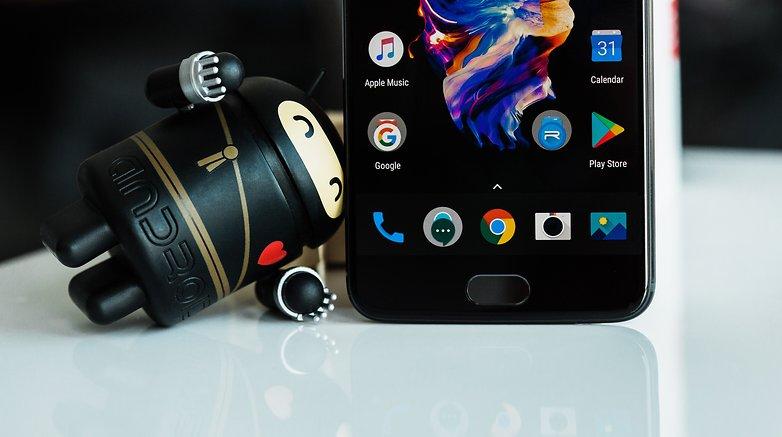 پوسته اکسیژن در گوشی موبایل 5 OnePlus خیلی شبیه به اندروید خام است.© فون پدیا