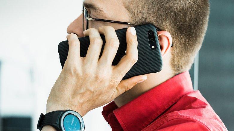 کیفیت صدای تماس در گوشی موبایلOnePlus 5 بدلیل وجود قابلیت حذف سروصدا خوب می باشد.© فون پدیا